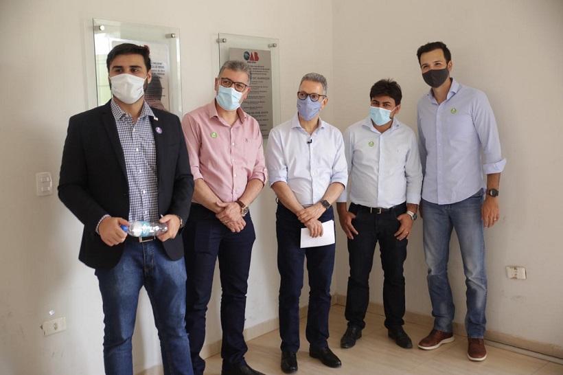 Tadeu Martins e Romeu Zema entregam respiradores em Brasília de Minas